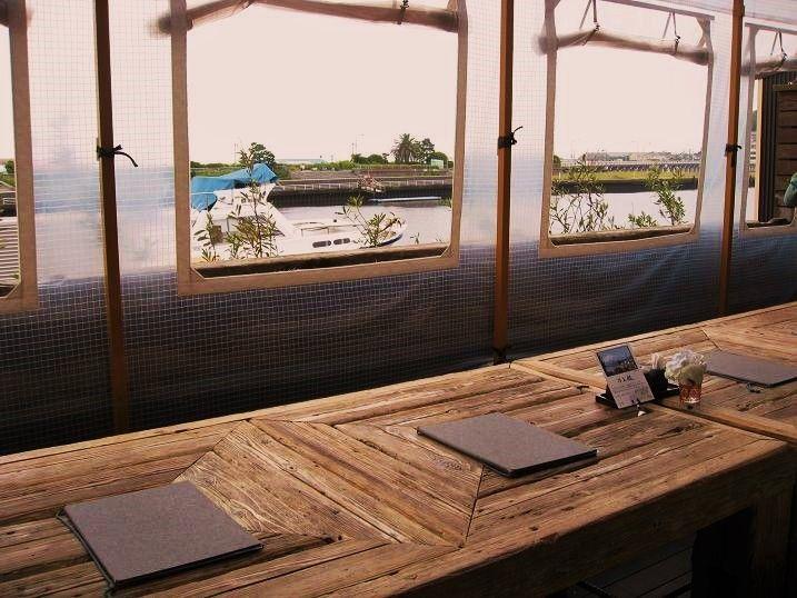 デッキ席がお勧めの江ノ島小屋