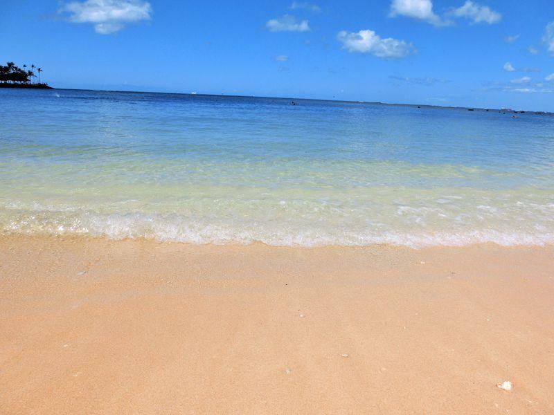 ワイキキビーチよりも美しい!ハワイ「アラモアナ」でビーチとショッピングを満喫