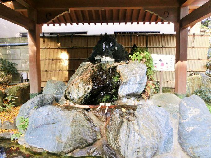 珍しい石の手水舎