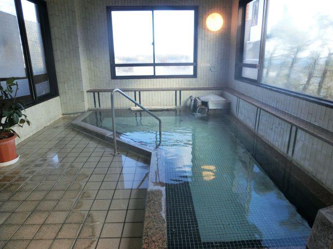 湯河原温泉の大浴場と露天風呂も楽しめる
