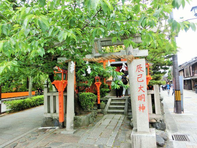 桜の美しいスポット辰巳大明神