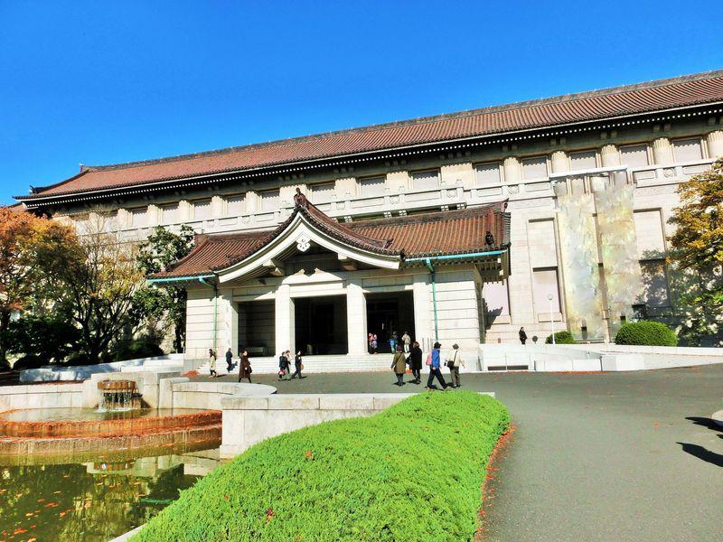国宝や重要文化財などの名品が展示される本館