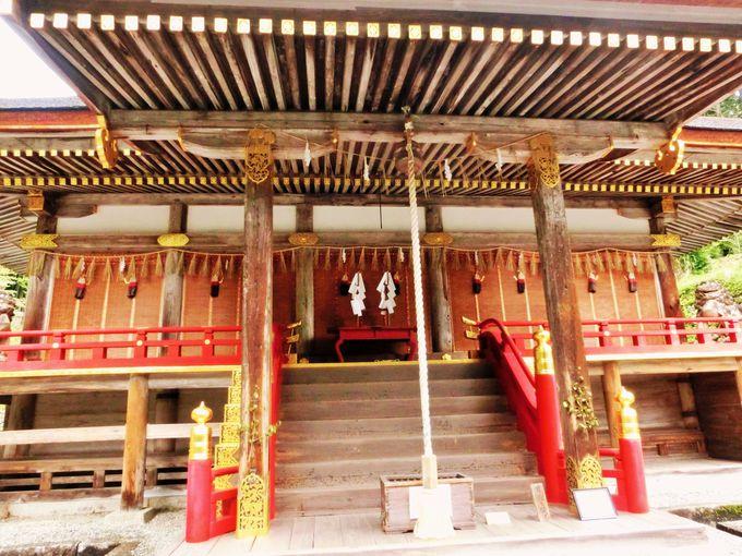 国宝の東本宮本殿