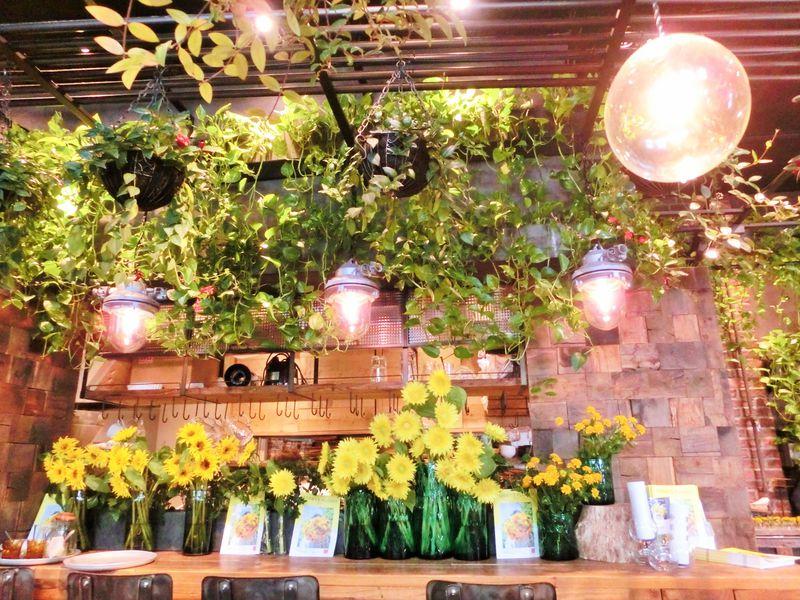 花と緑に囲まれて「青山フラワーマーケット ティーハウス」でティータイムを