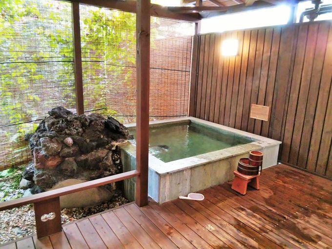 客室露天風呂は、石和活性石温泉