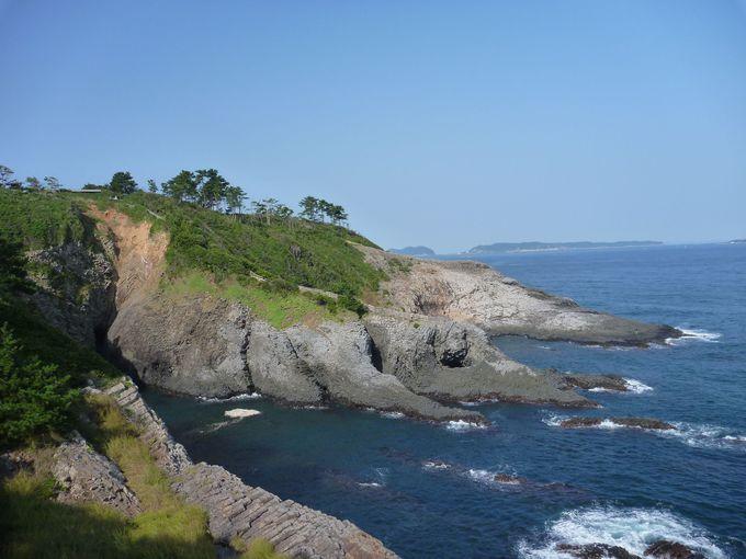 玄界灘の荒波が造り上げた奇岩「七ッ釜」