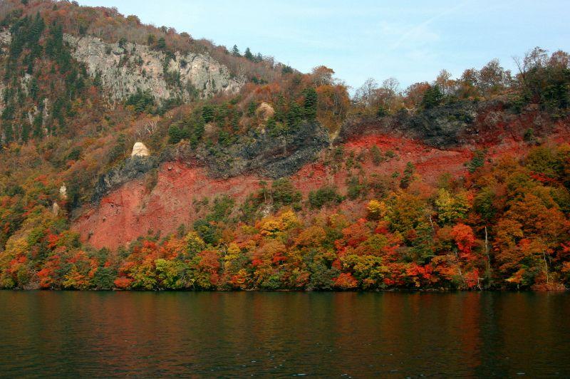 奥入瀬を歩き始める前に、まずは十和田湖の紅葉を堪能しよう!