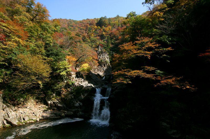 ぜひとも見たい、三段峡という名の由来にもなった「三段滝」