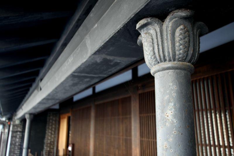 町並みに散りばめられた、鋳物の町ならではのデザイン