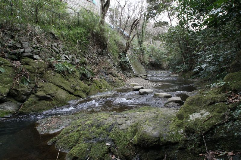 登山道のスタート地点は川の底