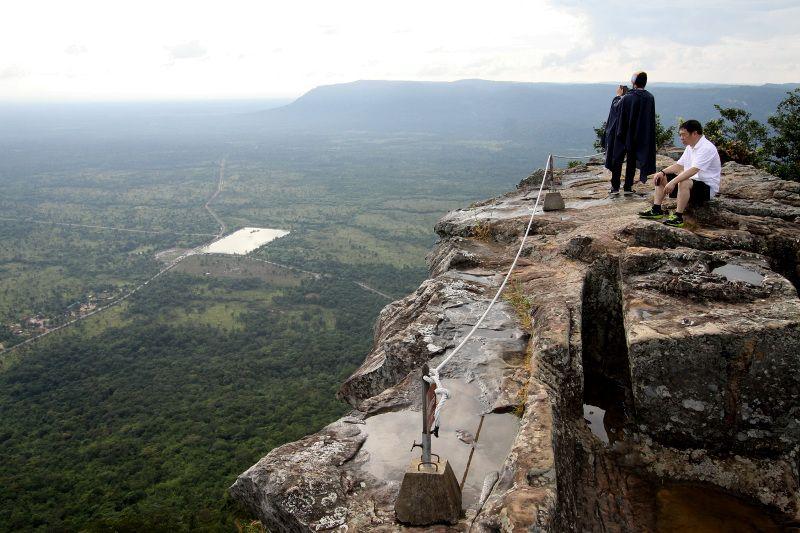 カンボジアの大地を見下ろす絶景の世界遺産「プレアヴィヒア寺院」