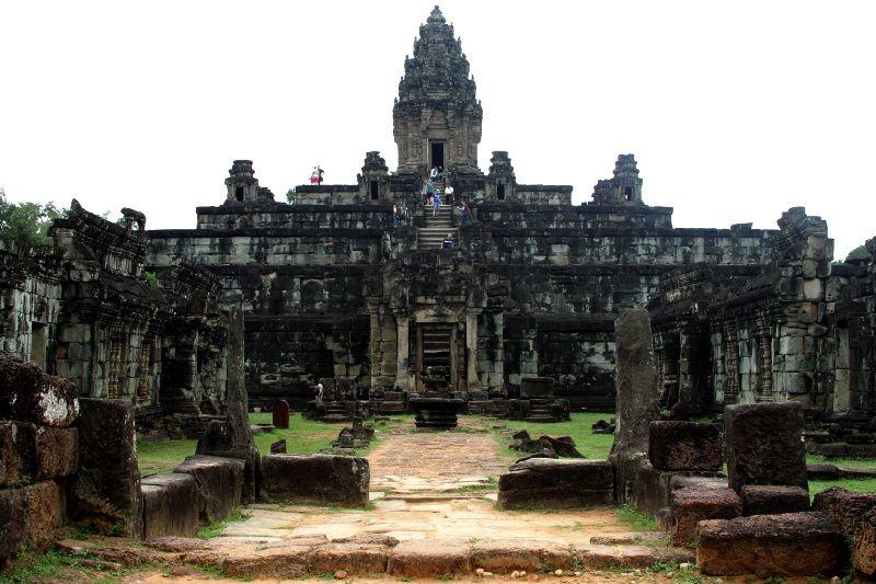 世界遺産アンコールに残る最初期の寺院群!カンボジア「ロリュオス遺跡群」