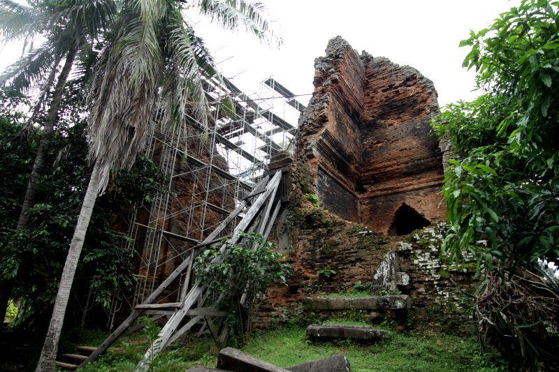 クメール王朝の治水技術を誇示する「ロレイ」