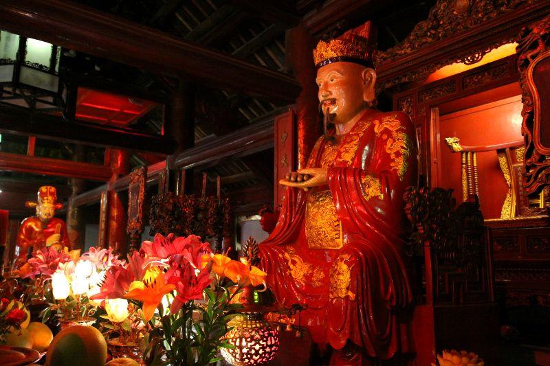 孔子像を祀る「大聖殿」で合格祈願