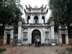 ベトナム最古の大学!ハノイ「文廟」で合格祈願!!