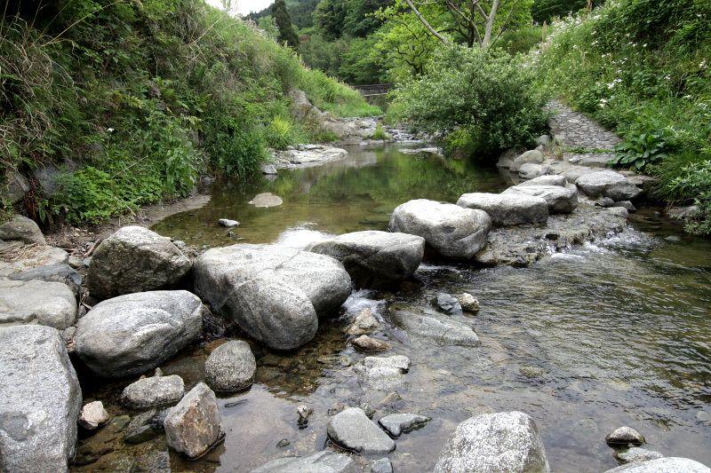 「稲渕集落」に残る伝統ある祭事と飛び石