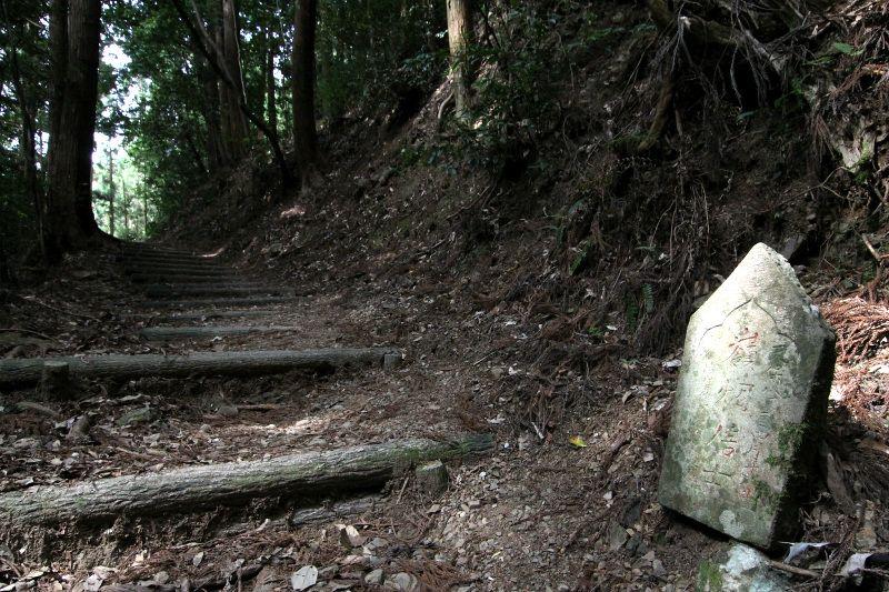 二つの山寺を結ぶ登山道「鶴林寺道・太龍寺道」