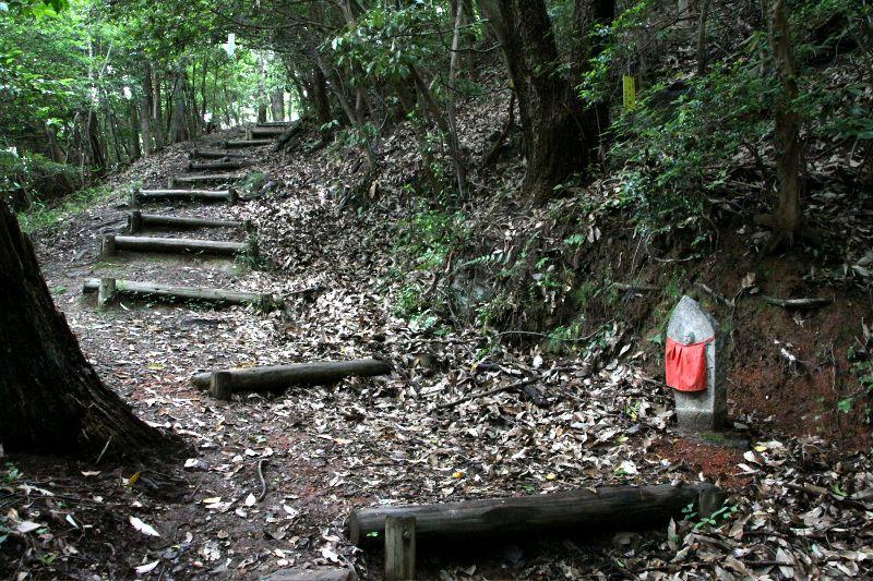 風光明媚な五色台を横断する古道「根香寺道」