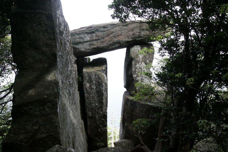 長崎五島の世界遺産・野崎島のルーツ!王位石へのトレッキングツアー