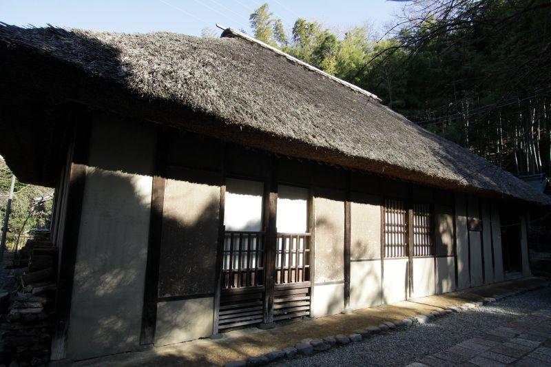 国指定重要文化財の茅葺古民家「旧石井家住宅」