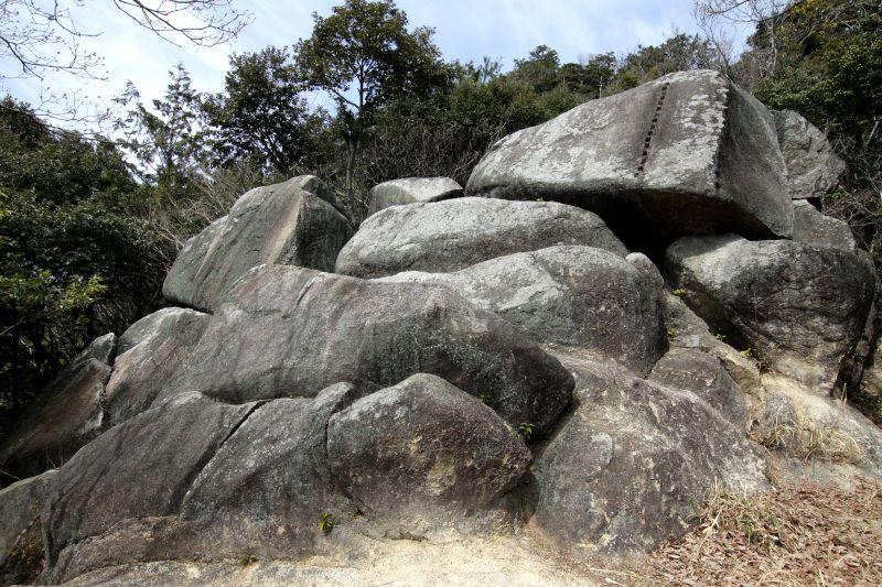 城内に残る採石場「石倉」を見に行こう!