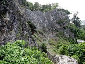 自然の岩山を活かした堅牢城塞!沖縄県うるま市「安慶名城」