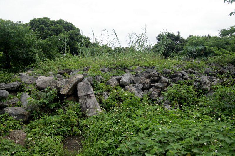ハンタ道沿いの石積み遺構「ミームングスク」に立ち寄ろう