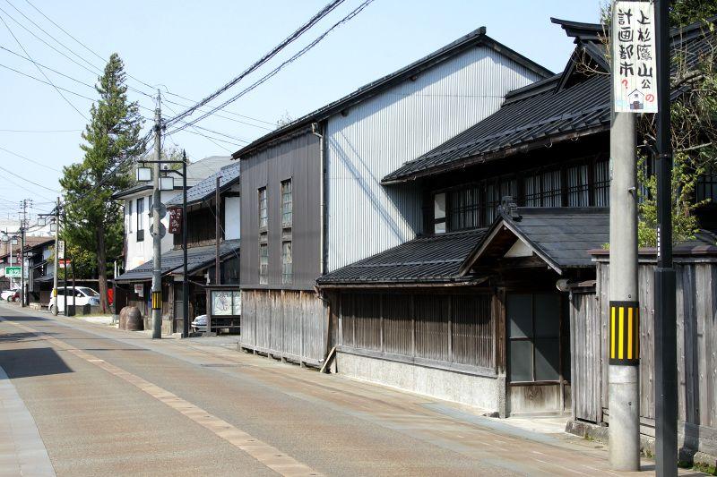 古くより交通の要衝として栄えた長井の町場