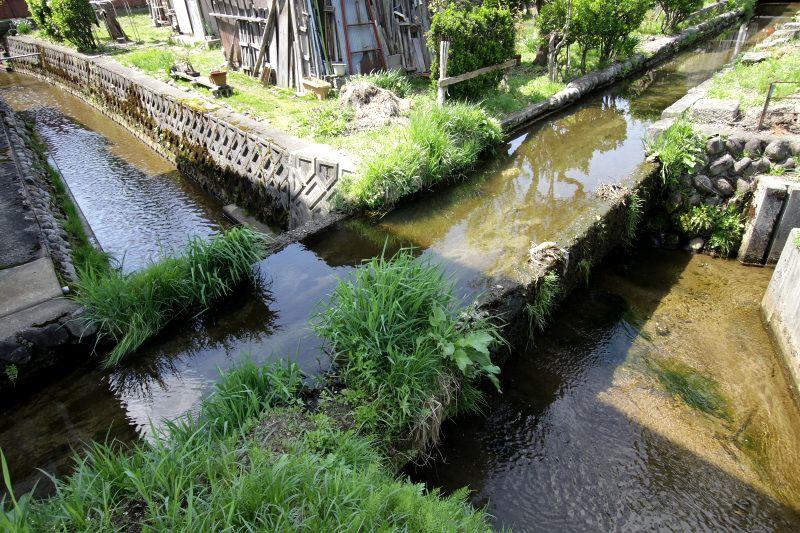 何とも珍しい、立体交差する水路は必見!