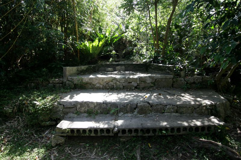 小嶽にたたずむ拝所と沖縄神社