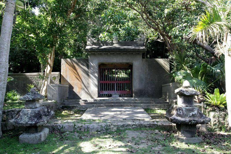 大嶽の入口に構えられている「石門」を見よう
