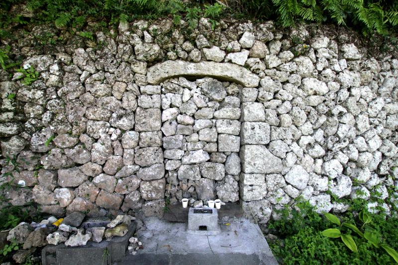 恵祖世主が眠る「伊祖の高御墓」にも参拝しよう