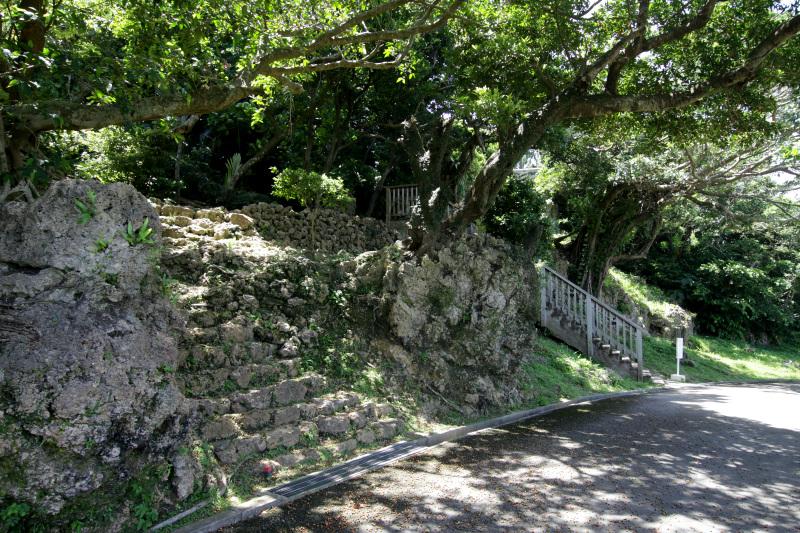まずは城山を取り囲む石垣を眺めよう