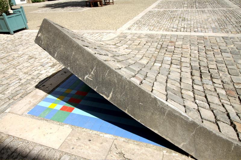 「コルニエール広場」に見る伝統と革新