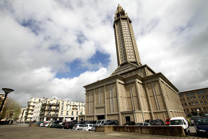 「サン=ジョゼフ教会」と「ル・ヴォルカン」は必見!