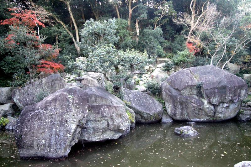 曲田山沿いに並ぶ下屋敷庭園群の代表格