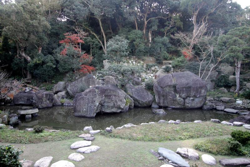 洲本城下に残る巨岩庭園!淡路島の国指定名勝「旧益習館庭園」