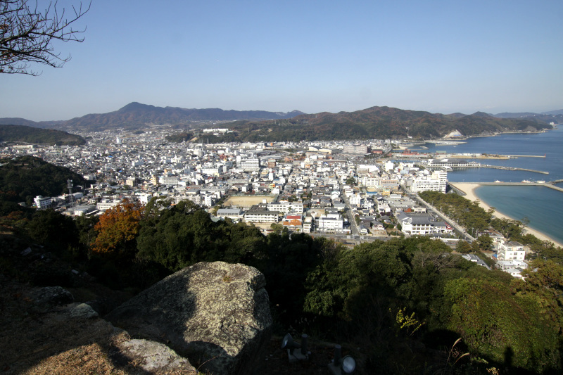 天守台からは城下町と大阪湾が一望のもとに!