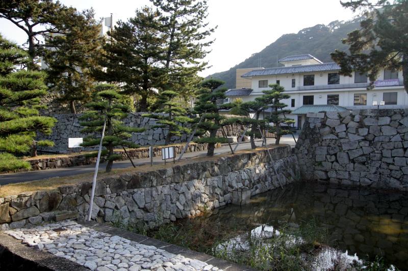 散策のスタートは「下の城」の淡路文化史料館から