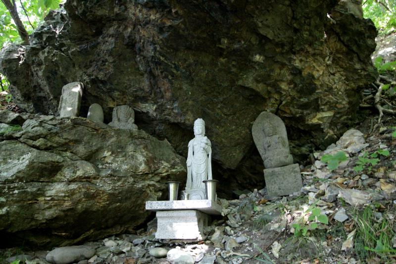 石仏や女人堂に見る修験道の名残り