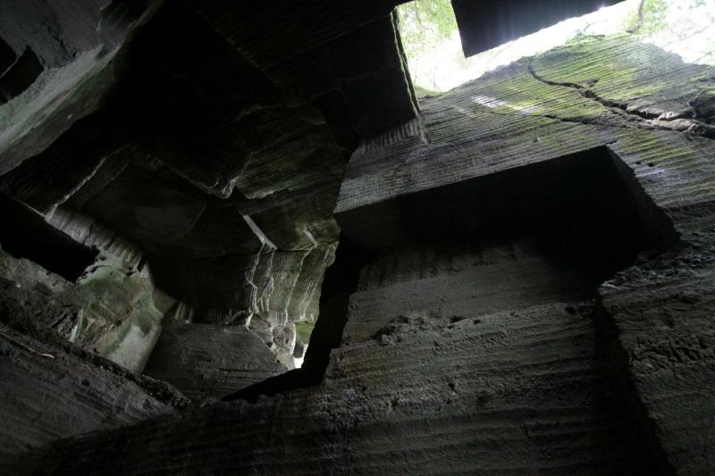 圧巻の「大」はまるで神殿のような半地下空間!