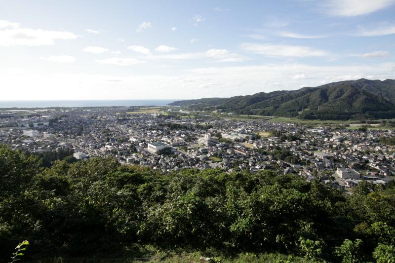 天守台からは日本海まで見渡せる!