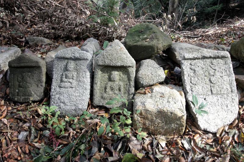 「北堀切」にはより古い石垣が残る!