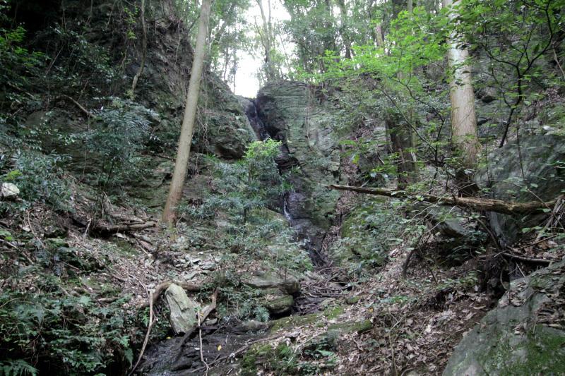本丸からは小倉丸を経由して蔭滝へと下りよう!
