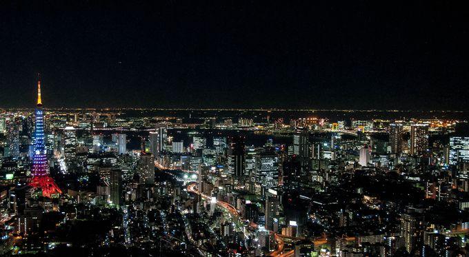 天空の絶景。六本木ヒルズの屋上のスカイデッキは、まさに東京中がイルミネーションになる場所!