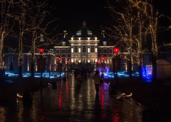 壮大な宮殿「パレスハウステンボス」は上品なライトアップが魅力