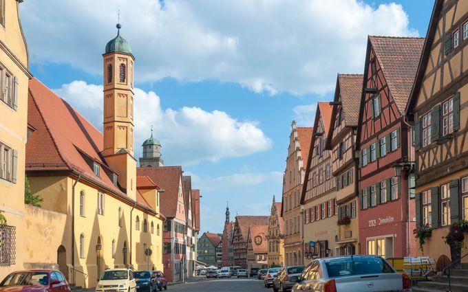 幾多の戦火をくぐり抜けた強運な都市。だからこそ中世の建物の端正な保存が魅力的
