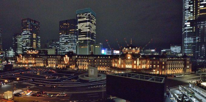 2つめの撮影ポイントは、正面側をカバー出来、駅前広場と駅舎が両方程よく入る場所