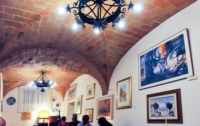 食事はトスカーナ料理が食べられる店 イル・ピーノで、ナイトライフを満喫