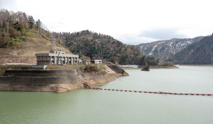 定山渓エリアの一番奥、豊平峡ダムで北海道の雄大な雰囲気を手軽に味わおう。